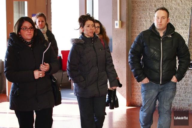 Julie Bourgea (au centre) et Sébastien Lefebvre sont... (Photo La Voix de l'Est)
