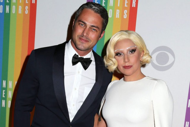 Taylor Kinney et Lady Gaga à Washington en... (Photo: AP)