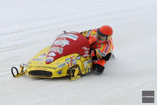 Jacques Villeneuve accroche peut-être son casque, mais le « gars de course » en... (Archives La Tribune, Frédéric Côté)