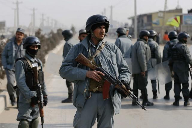 Des policiers afghans à Kaboul, le 31 janvier.... (PHOTO MOHAMMAD ISMAIL, ARCHIVES REUTERS)