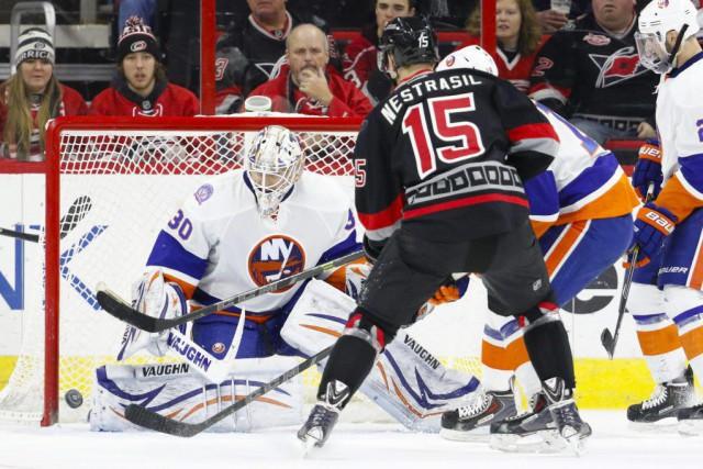 Le gardien réserviste Chad Johnson a bloqué 37 tirs pour aider les Islanders de... (Photo: Reuters)