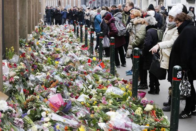 Mardi, les Danois étaient toujours nombreux à venir... (Photo: AP)