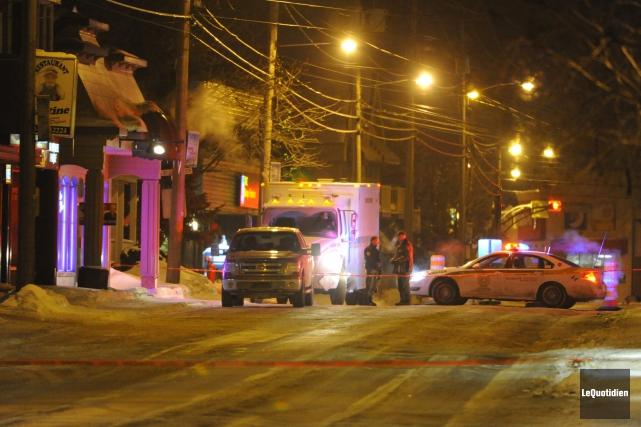 Une fausse bombe posée devant deux commerces situés... ((Photo Le Quotidien, Gimmy Desbiens))