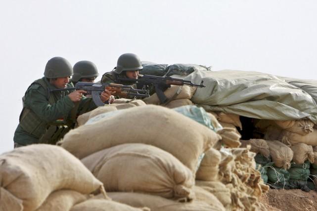 Les peshmergas auraient reçu l'appui aérien de la... (PHOTO AZAD LASHKARI, ARCHIVES REUTERS)