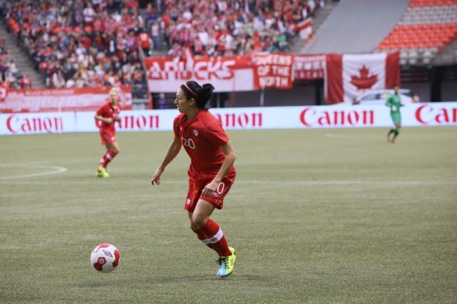 Marie-Ève Nault semble se retrouver dans une situation... (Photo: Soccer Canada)