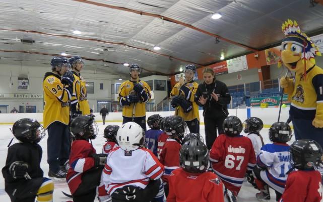 Les jeunes hockeyeurs inscrits au programme Patinage intensif... (Photo: École de power skating Julie Robitaille)