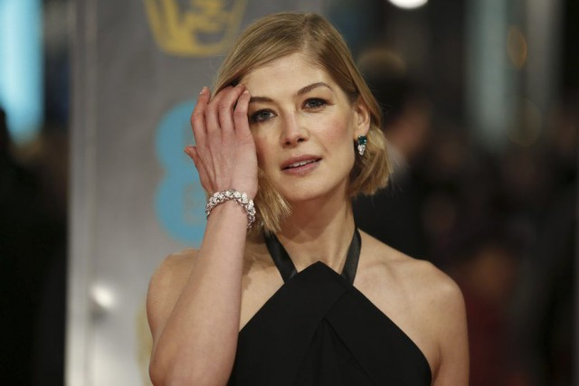Comme Benedict Cumberbatch et Eddie Redmayne, Rosamund Pike... (PHOTO JUSTIN TALLIS, ARCHIVES AFP)