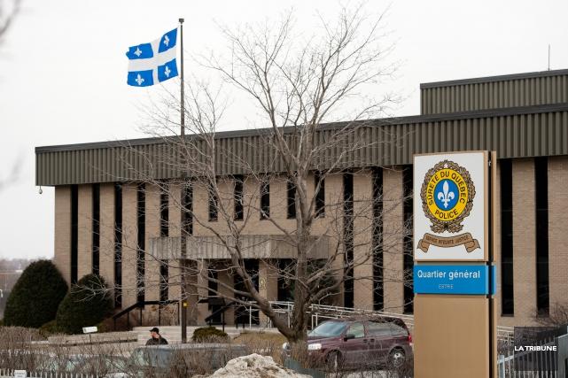 Des accusations criminelles ont été déposées contre un agent de la Sureté du... (Archives La Tribune, Jessica Garneau)