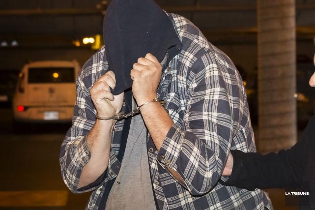 Ronald Nolet lors de son arrestation.... (Archives La Tribune, Jocelyn Riendeau)