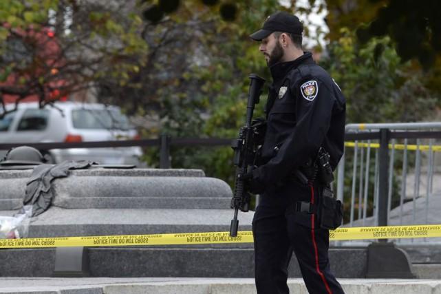 La police ne lésine pas avec les menaces. C'est la leçon qu'apprendra... (Archives, La Presse Canadienne)