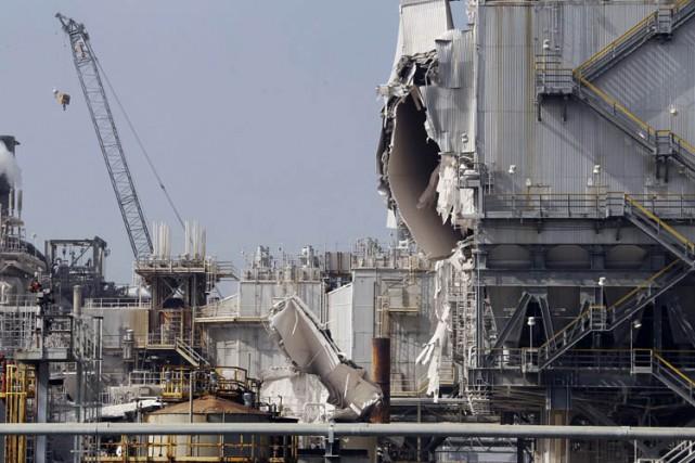 Quatre employés ont été légèrement blessés mercredi lors d'une explosion... (Photo: AP)