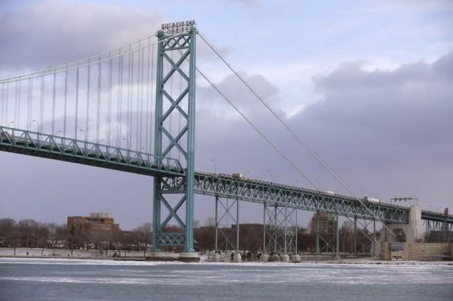 La nouvelle infrastructure remplacera le pont déjà existant.... (Photo Carlos Osorio, AP)
