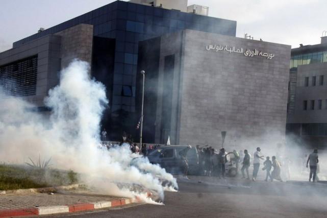 Après l'attaque de l'ambassade, le gouvernement tunisien, dirigé... (PHOTO KHALIL, AFP)