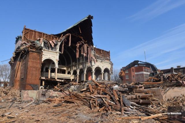 La démolition de l'église Saint-Philippe avance à grands... (Photo: François Gervais, Le Nouvelliste)