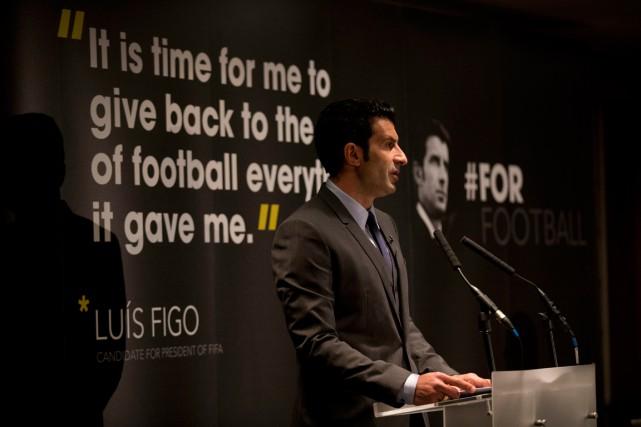 Luis Figo a lancé sa campagne pour la... (Photo Matt Dunham, AP)