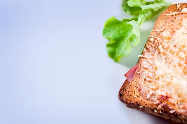 Le croque-monsieur classique est préparé avec un pain... (Photo Masterfiles)
