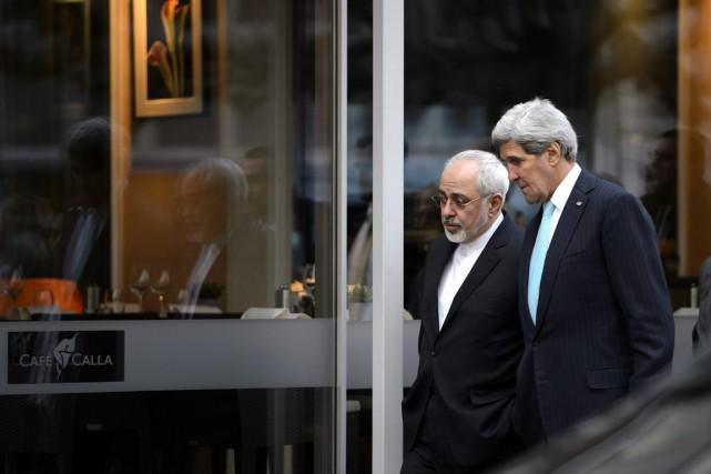 Zarif (à gauche) et Kerry (à droite) «rejoindront... (PHOTO MARTIAL TREZZINI, ARCHIVES AFP)