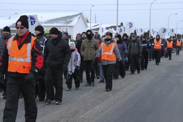 Des dizaines de travailleurs de la Compagnie minière... (Photo collaboration spéciale Fanny Lévesque)