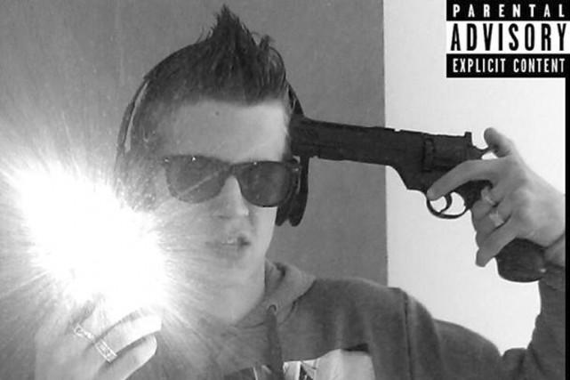 Bastien Leiffet s'affichait sur internet avec un fusil... (photo tirée de Facebook)