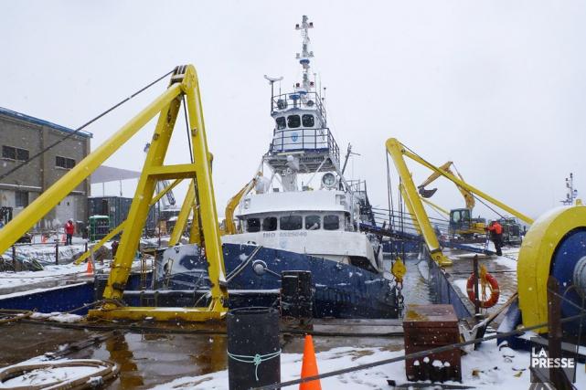 Après bien des délais, le renflouement du Chaulk... (Photo: Garde cotière canadienne)