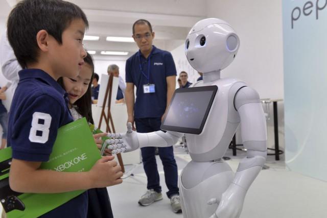 Le robotPepper... (PHOTO YOSHIKAZU TSUNO, archives AFP)