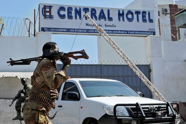 Cet attentat contre l'établissement haut de gamme du... (PHOTO MOHAMED ABDIWAHAB, AFP)