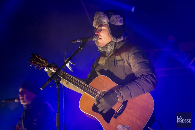 Coiffé de son chapeau de poil, VincentVallières semblait... (PHOTO OLIVIER PONTBRIAND, LA PRESSE)