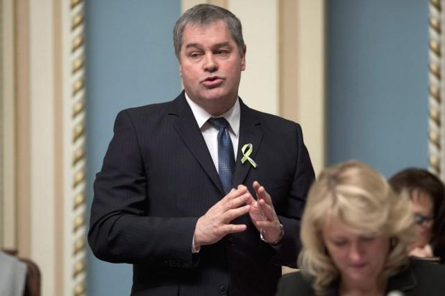 Autour de 8h, mardi, le ministre Yves Bolduc... (PHOTO JACQUES BOISSINOT, LA PRESSE CANADIENNE)