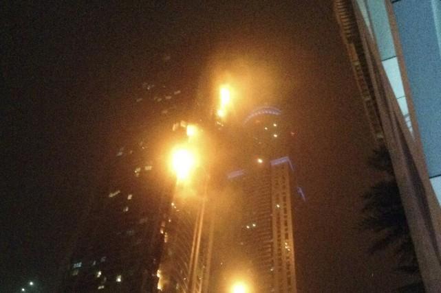 Le feu s'est déclaré au 51eétage de la... (PHOTO REUTERS)