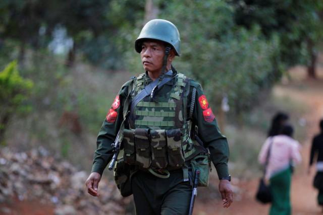 Depuis 12 jours, les combats font rage dans... (PHOTO SOE ZEYA TUN, REUTERS)