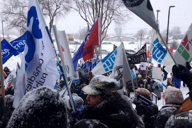 Une manifestation contre l'austérité a été organisée samedi... (Julien Paquette, LeDroit)