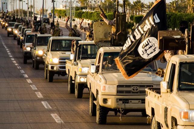 Mouvement de troupes de l'organisationÉtat islamique dans la... (PHOTO ARCHIVES AFP/WELAYAT TARABLOS)
