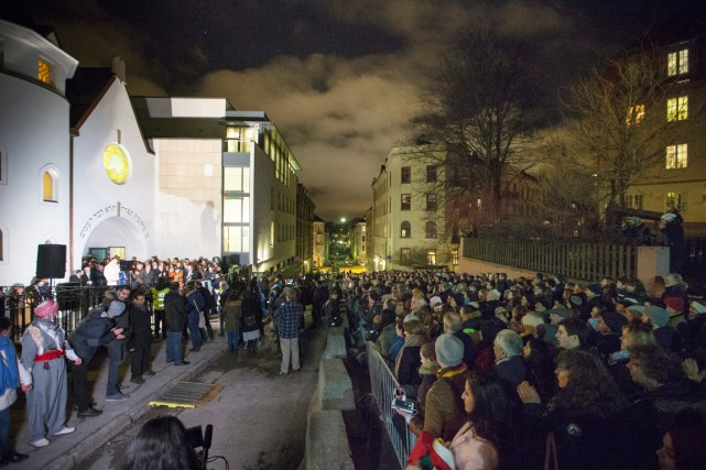 Ce projet de chaîne humaine rassemblant juifs et... (PHOTO HAKON MOSVOLD LARSEN, AP)