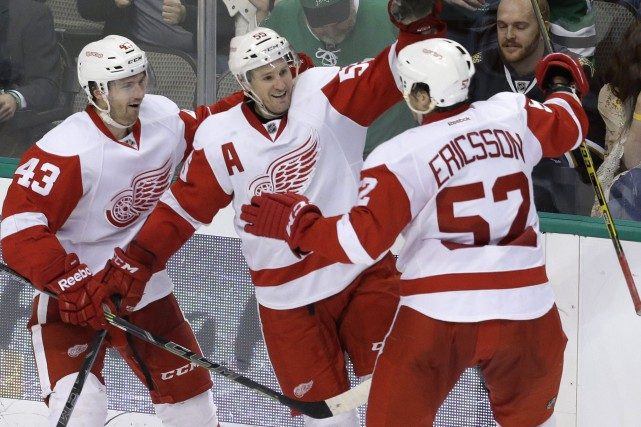 Niklas Kronwall (au centre) a permis aux Wings... (Photo LM Otero, AP)