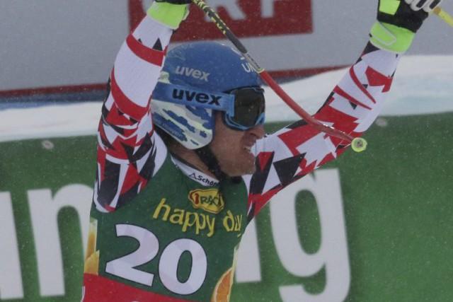 Matthias Mayer a levé les bras au ciel... (PHOTO GIOVANNI AULETTA, AP)