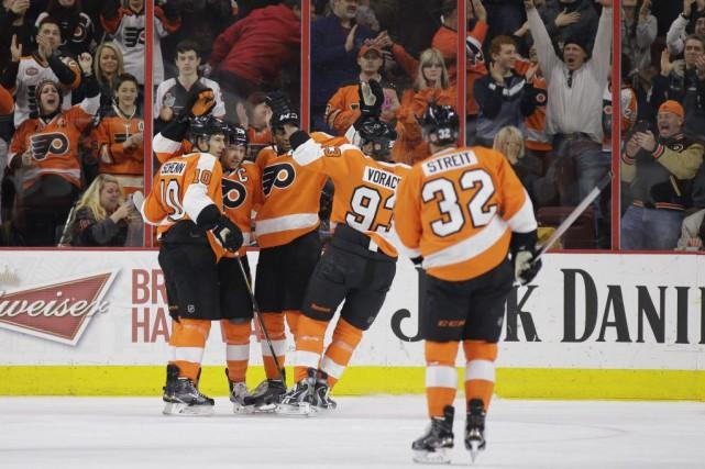 Les Flyers se sont approchés à deux points... (PHOTO MATT SLOCUM, AP)