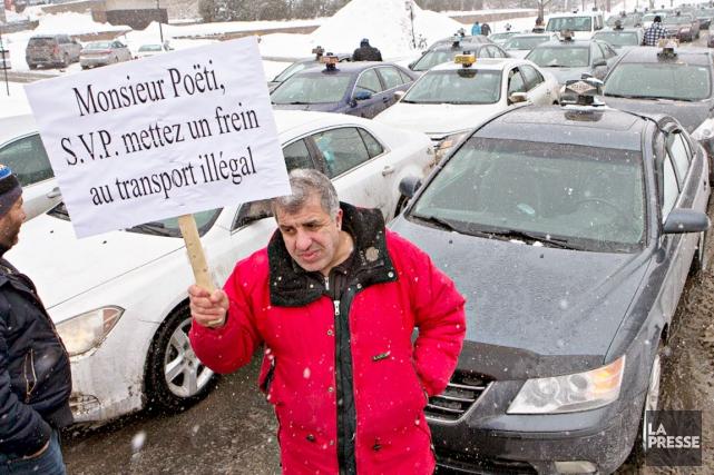 Quelque 500 chauffeurs de taxis montréalais ont protesté... (Photo La Presse, Patrick Sanfaçon)
