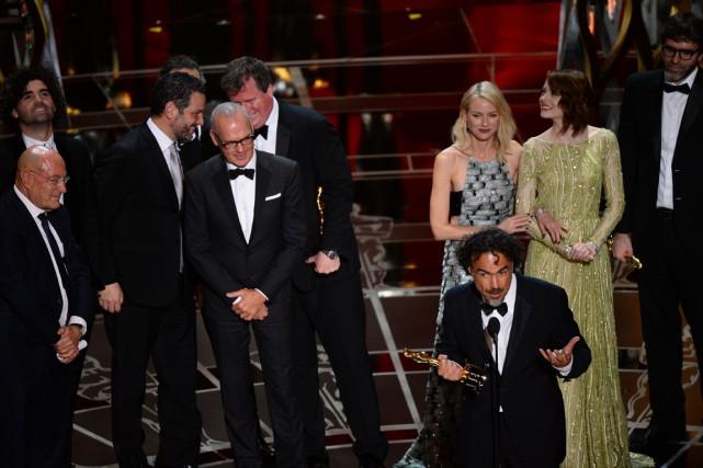 Le réalisateur de Birdman, Alejandro G. Inarritu, entouré... (Photo Robyn Beck, AFP)