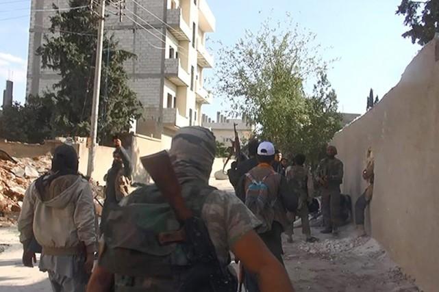 Des combattants de l'EI, à Kobané, en Syrie,... (PHOTO ARCHIVES AP)