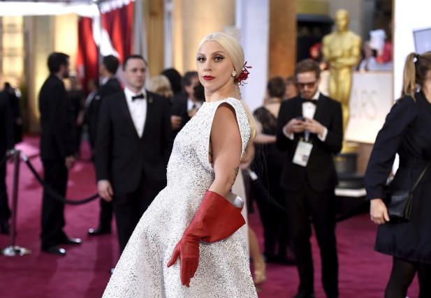 Lady Gaga sur le tapis rouge de la... (Associated Press)