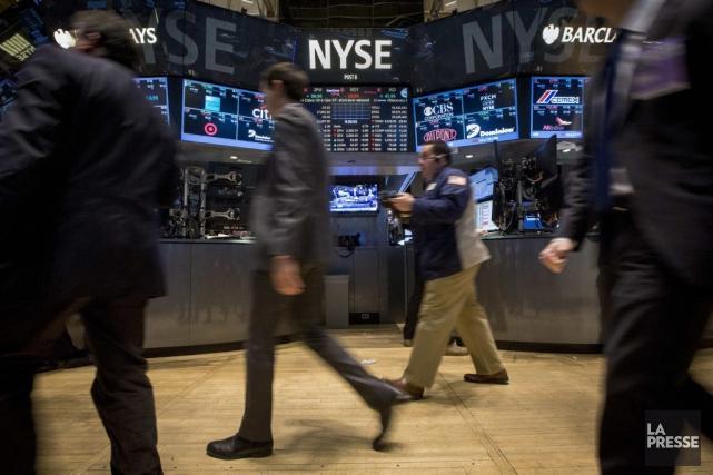 Wall Street a fini en ordre dispersé lundi, attaquant sagement une semaine... (PHOTO BRENDAN MCDERMID, REUTERS)