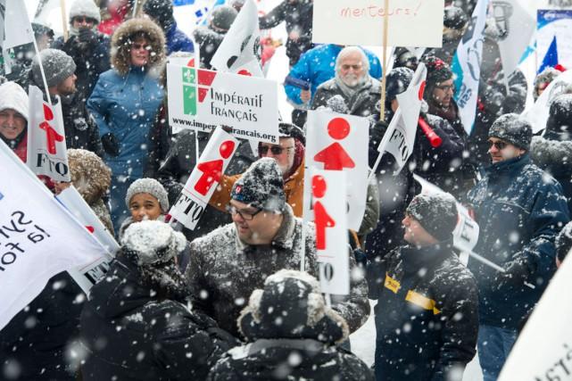 Des représentants de divers syndicats s'étaient rassemblés pour... (Martin Roy, LeDroit)