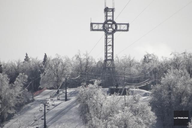 Le froid intense force encore l'arrêt des activités au mont Bellevue. Les... (Archives La Tribune, René Marquis)