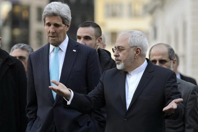 Le secrétaire d'État amÉricain John Kerry et son... (Photo: AP)