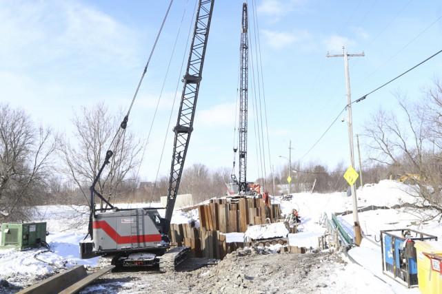 Les travaux pour reconstruire le pont Viau à... (Photo Janick Marois)