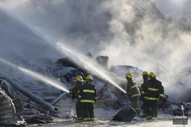 La Meunerie Côté-Paquette a été complètement détruite par... (PHOTO ALAIN DION, ARCHIVES LA VOIX DE L'EST)
