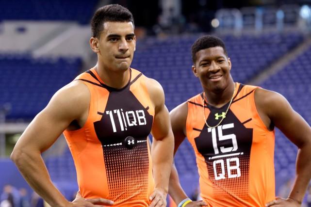 Marcus Mariota et Jameis Winston seront presque assurément... (Photo David J. Phillip, AP)