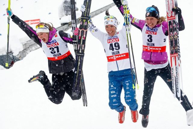 La Suédoise Charlotte Kalla (médaillée d'or, au centre)... (Photo Matthias Schrader, AP)