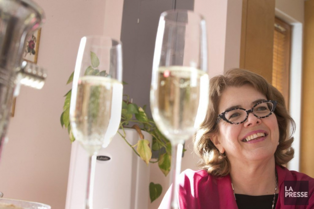 Chrystine Brouillet a reçu les journalistes chez elle... (PHOTO IVANOH DEMERS, LA PRESSE)