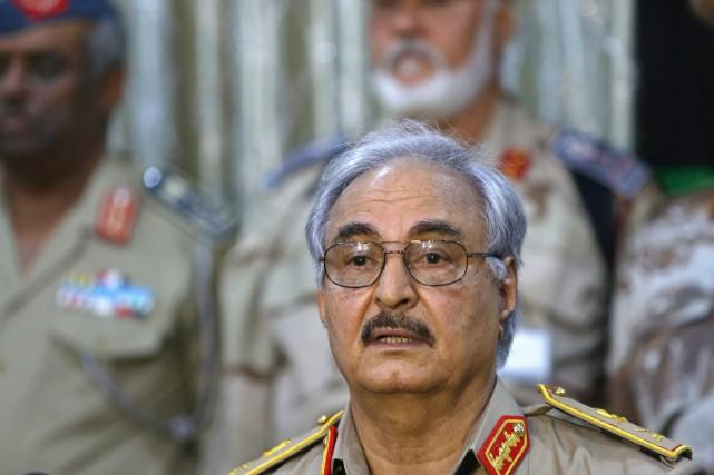 Le général Khalifa Haftar se présente comme le... (PHOTO ESAM OMRAN AL-FETORI, ARCHIVES REUTERS)